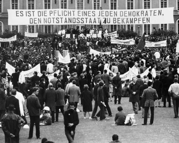 """It is the duty of every democrat to fight the Emergency Laws."" (March against the Notstandsgesetze in Bon, May 11, 1968.)"