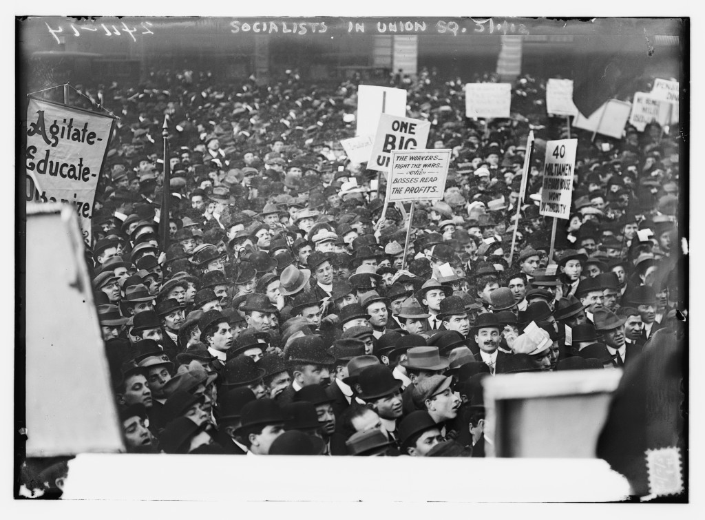 Socialists_in_Union_Square,_N.Y.C. (1)